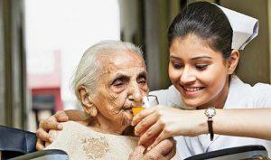 پرستار سالمند با تجربه